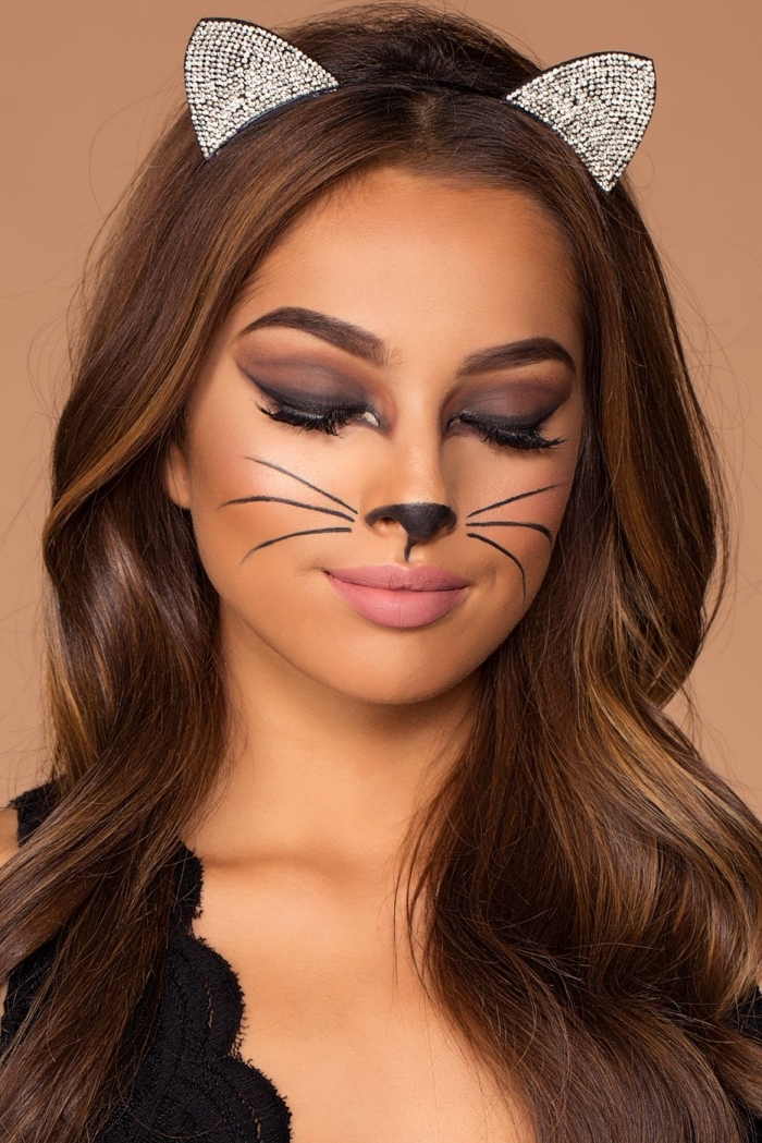 idée maquillage chat halloween, comment bien se maquiller pour halloween, exemple technique yeux smoky