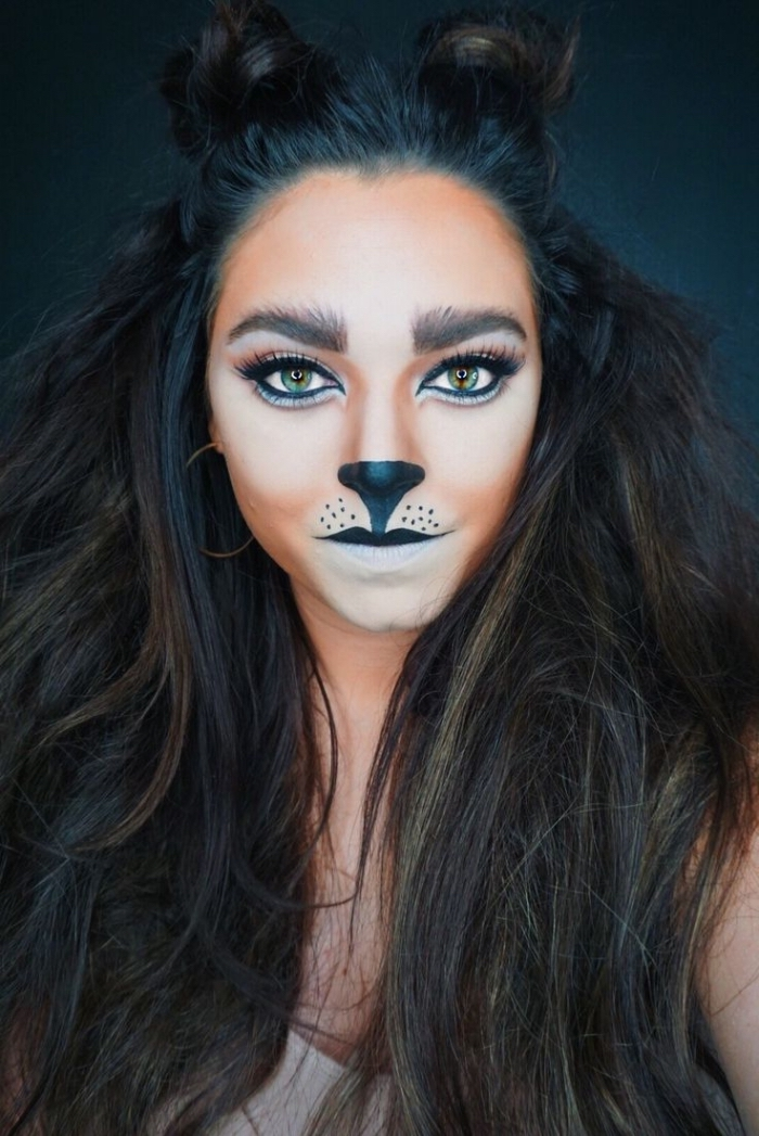 idée maquillage de chat original, technique contouring visage pour halloween, exemple de makeup chat femme