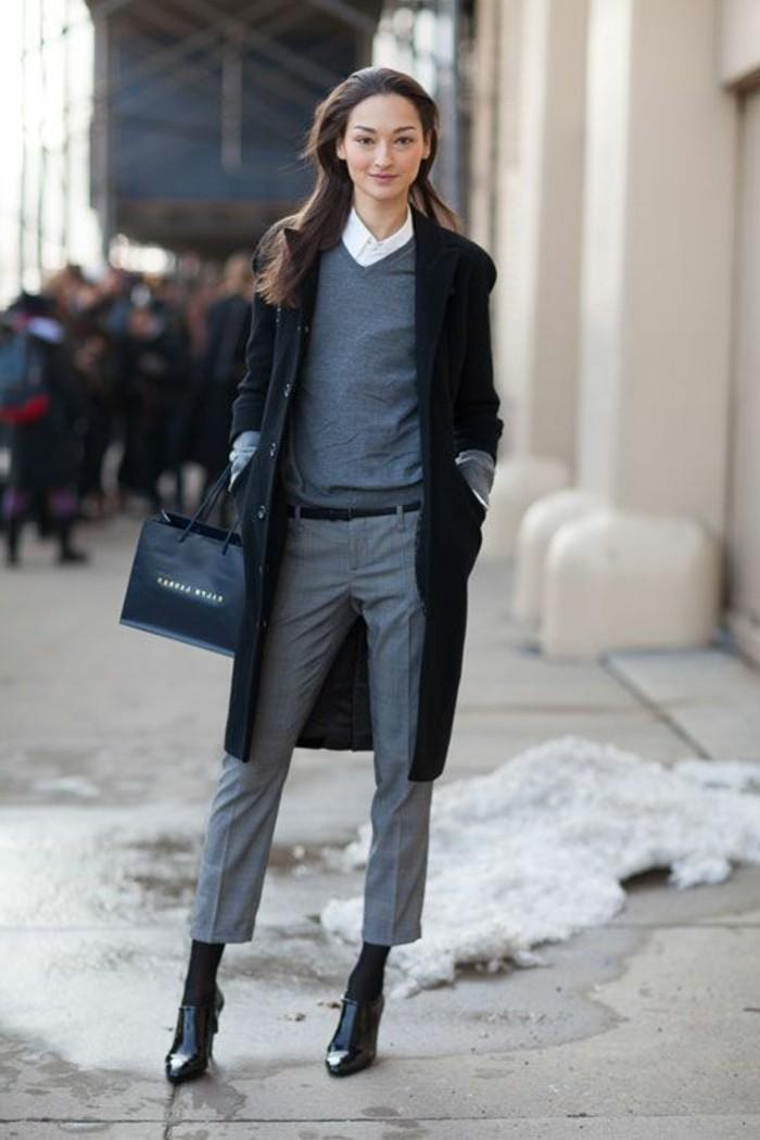 Tailleur gris femme, manteau longue, pull gris et chemise blanche, comment porter le pantalon carotte en hiver, tenue quand il fait froid