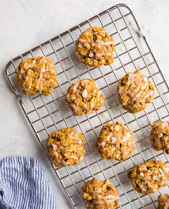 faire des cookies sans beurre avec huile de coco, flacons d avoine et carrotes, idee repas sain et rapide