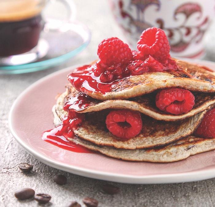 recette pancake healthy pour petit dejeuner minceur à la confiture de framboises et framboise fraiches