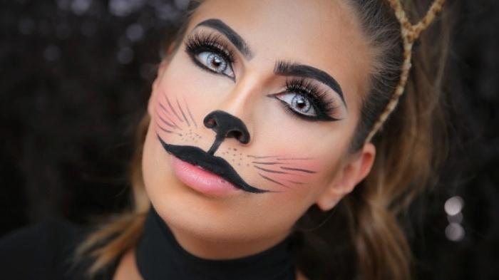 idée costume chat halloween, exemple comment se maquiller comme chat pour halloween, makeup facile avec faux cils