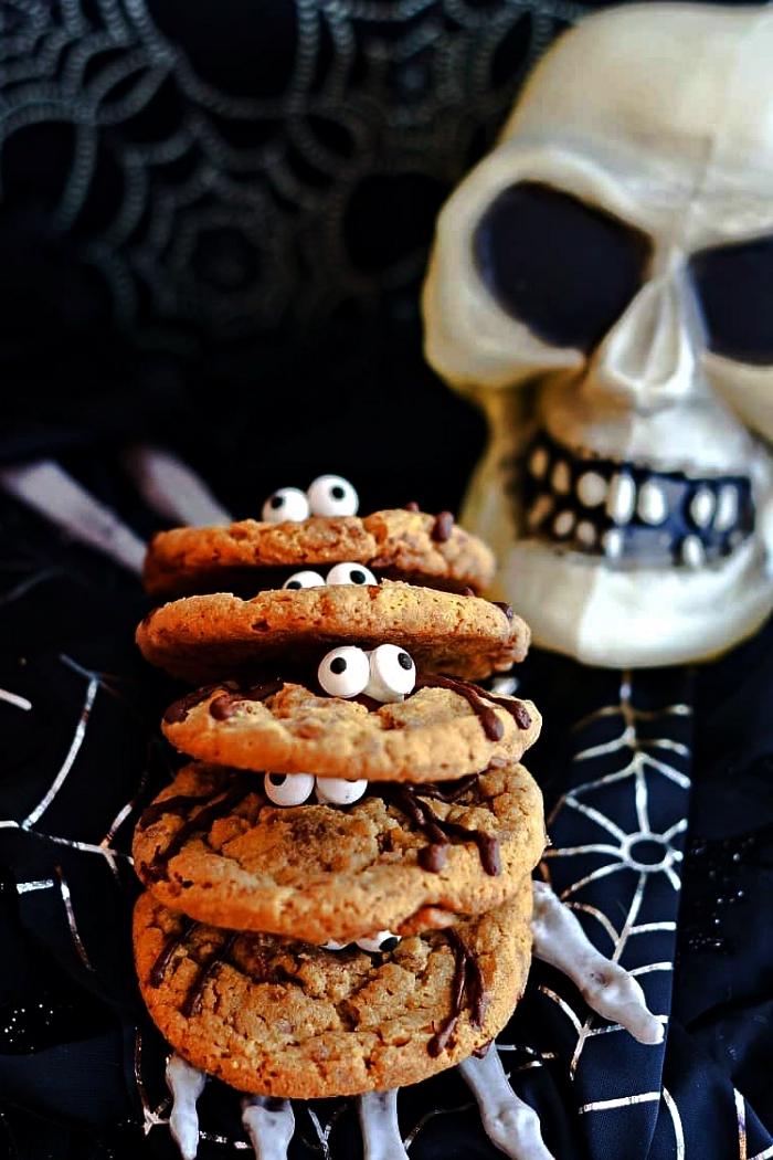 recette de cookies araignées au beurre de cacahuète, idée de dessert d'halloween facile et rapide