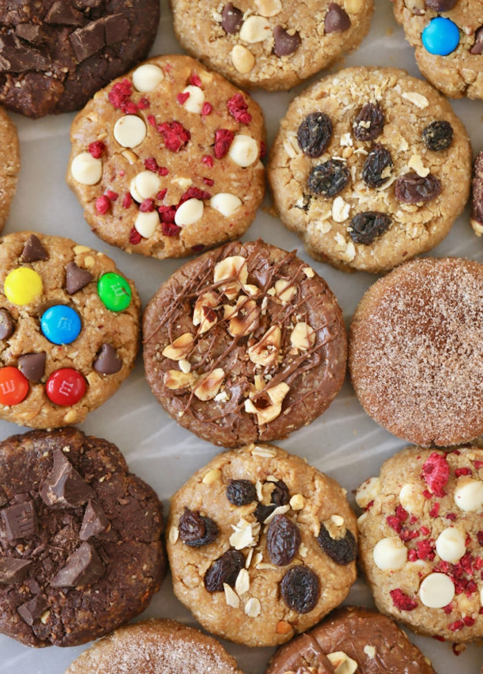 cookies healthy au beurre de cacahuète, farine d avoine, sel, mims, raisins, chocolat et autres toppings