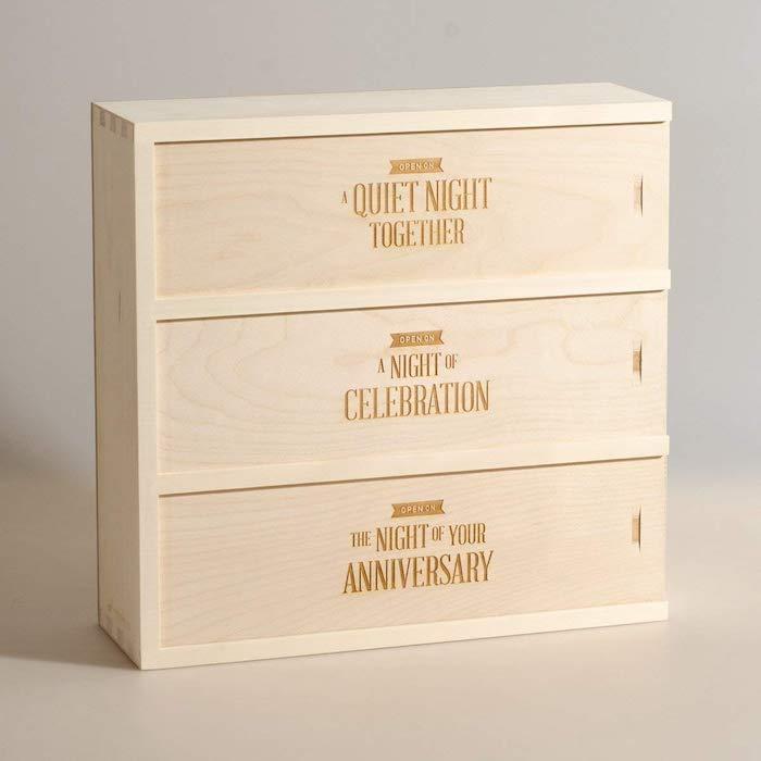 Cool cadeau avec suggestions pour les jeunes mariées, boite bois originale, idée cadeau romantique soirée idée que faire, cadeau couple original