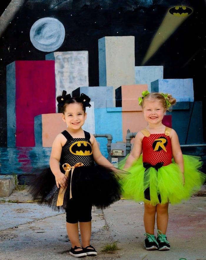 Amies deguisement princesse héro, deguisement batman et robin costumes originaux, cool idée vetements pour enfants