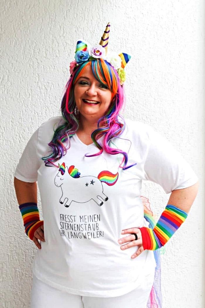 costume licorne avec t-shirt imprimé à design licorne, une perruque et manchettes arc-en-ciel