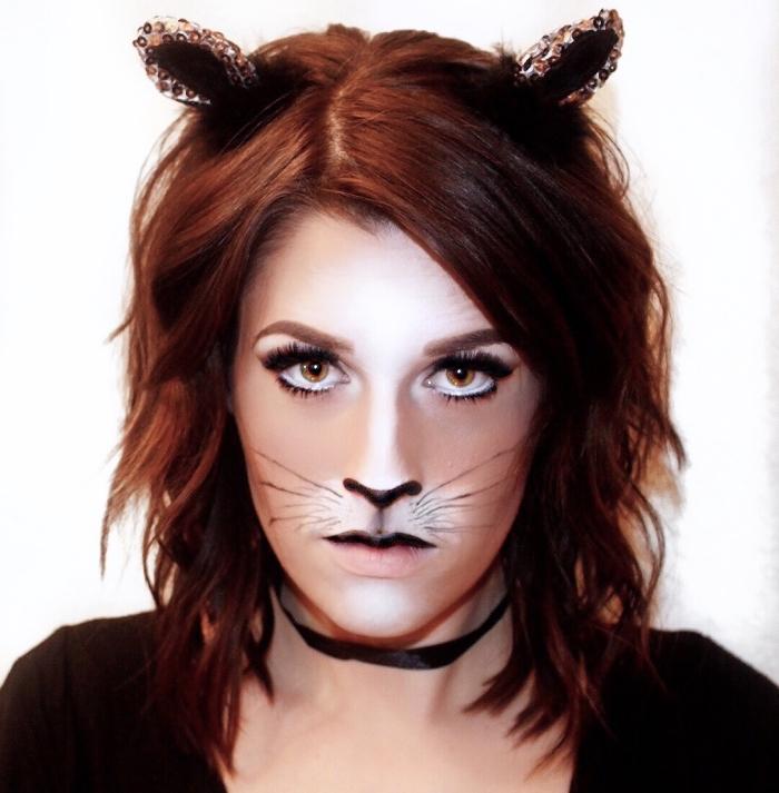 exemple de maquillage halloween simple pour femme, déguisement femme en chat féroce pour halloween avec contouring visage