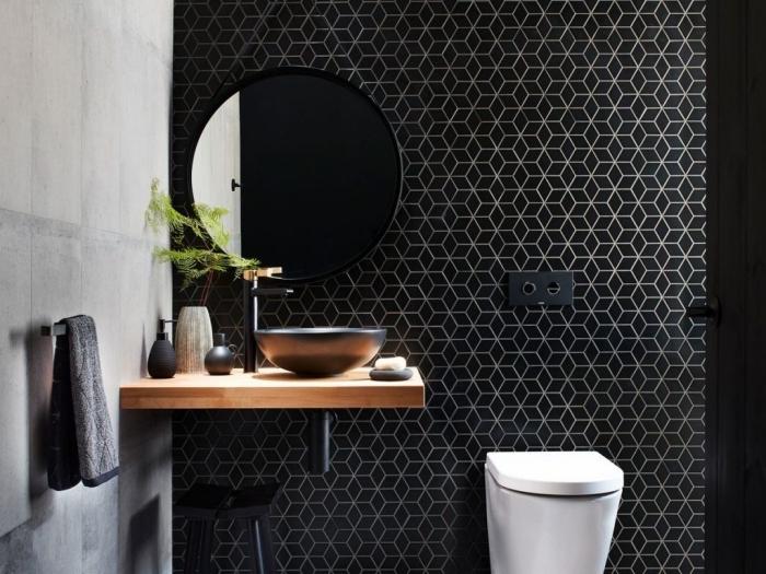 idee deco wc à design contemporain avec mur à effet ciment, modèle carrelage motifs hexagonaux en noir et argent