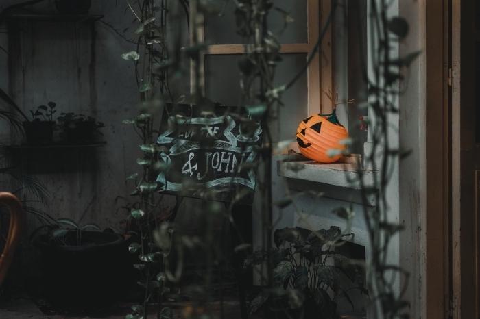 image halloween, diy décoration fenêtre pour la fête de Halloween avec lanterne citrouille Halloween en papier