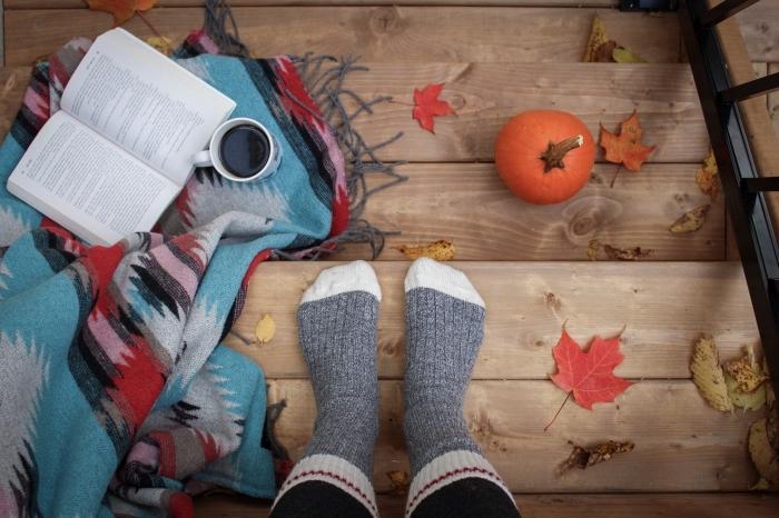 paysage d automne comment wallpaper PC, photo décoration extérieure cocooning avec plaid à frange et livre