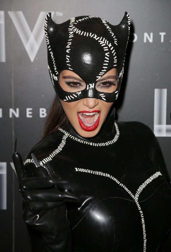 costume halloween pour femme, idée déguisement halloween célébrité, deguisement halloween femme en catwoman