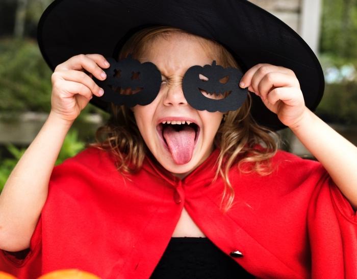 comment s'habiller pour Halloween, idée déguisement petite fille en sorcière pour Halloween, image halloween