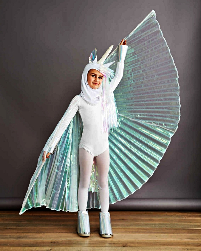 costume licorne original avec cape vert irisé et une capuche licorne, déguisement de halloween pour fille