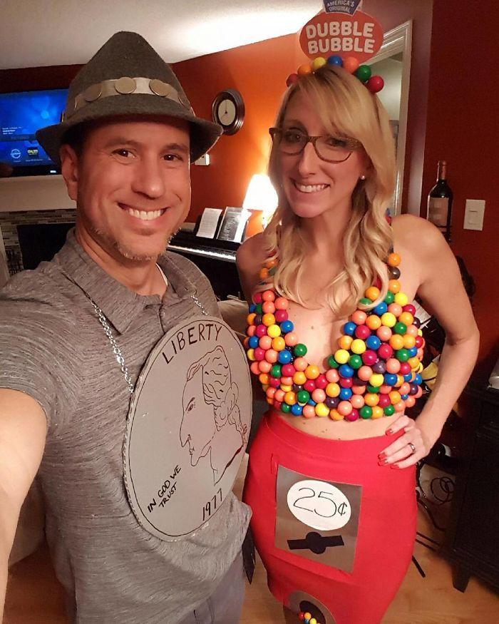 Costume couple, les bonbons colorés accessoire halloween, idée déguisement halloween fête couple déguisé