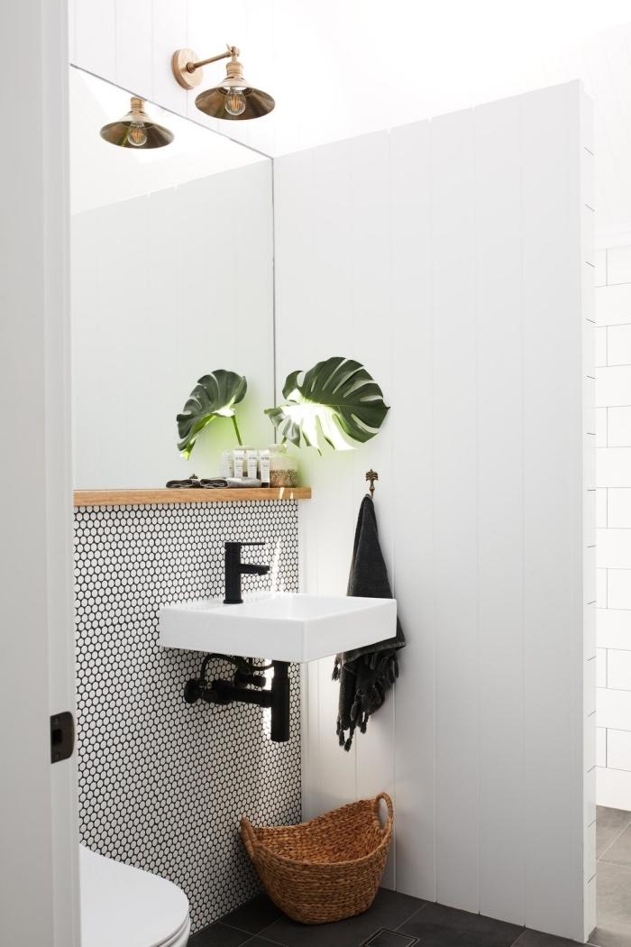comment créer une déco wc zen dans les toilettes, design intérieur toilette aux murs carrelage blanc et noir