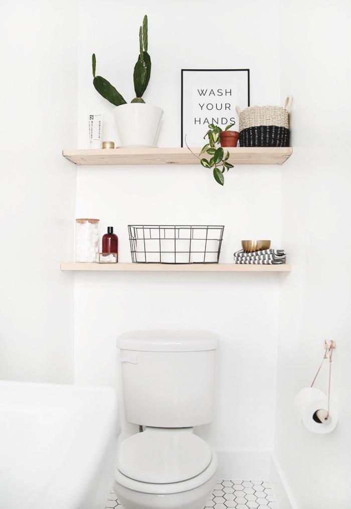 design intérieur style scandinave dans les toilettes, exemple de déco en blanc et bois dans wc petit espace