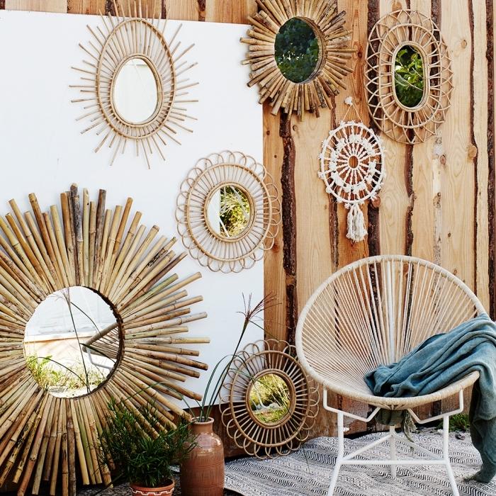 modèles de miroir soleil en matériaux naturels, grand miroir rond avec bâtons de bambou, déco exotique avec objets en bois