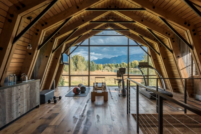 exemple comment transformer grange en habitation salle de fitness, décoration salle de sport de style rustique