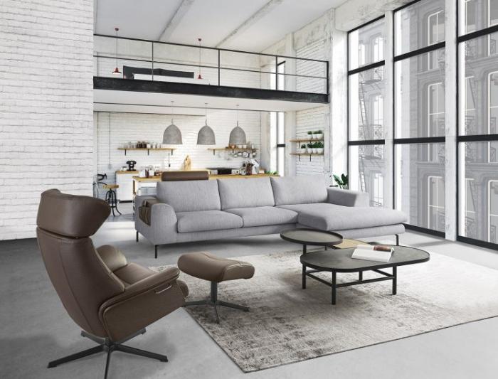 idée décoration cuisine ouverte vers salon en blanc et gris, modèle de canapé d'angle moderne de la marque Monsieur Meuble