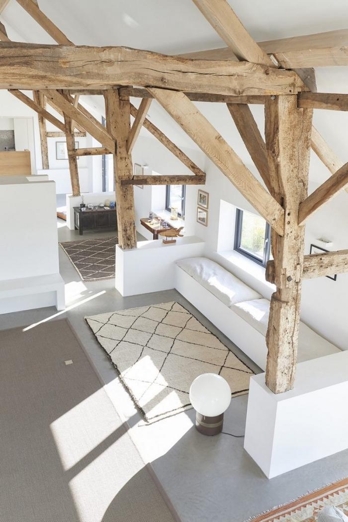 idée comment renover une maison grange de style minimaliste, déco intérieure en blanc et bois avec accents gris