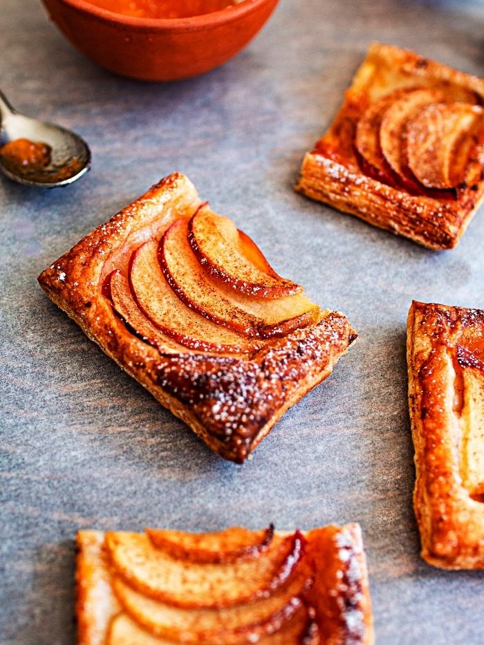 idée de dessert aux pommes, recette de tarte à la pomme et à la pâte feuilletée, feuilletés à la pomme faciles