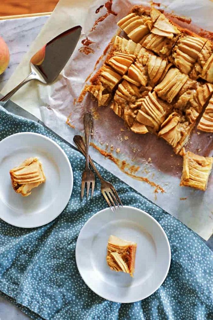 dessert a base de pomme facile et rapide, gâteau moelleux aux pommes, cannelle et beurre, recette d'automne pour un gâteau aux pommes