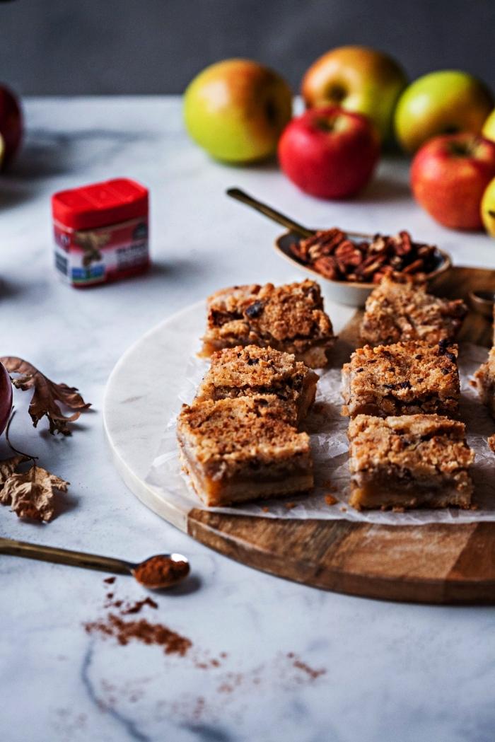 idée de dessert facile et rapide et original à base de pommes, carrés aux pommes, noix de pécan et caramel