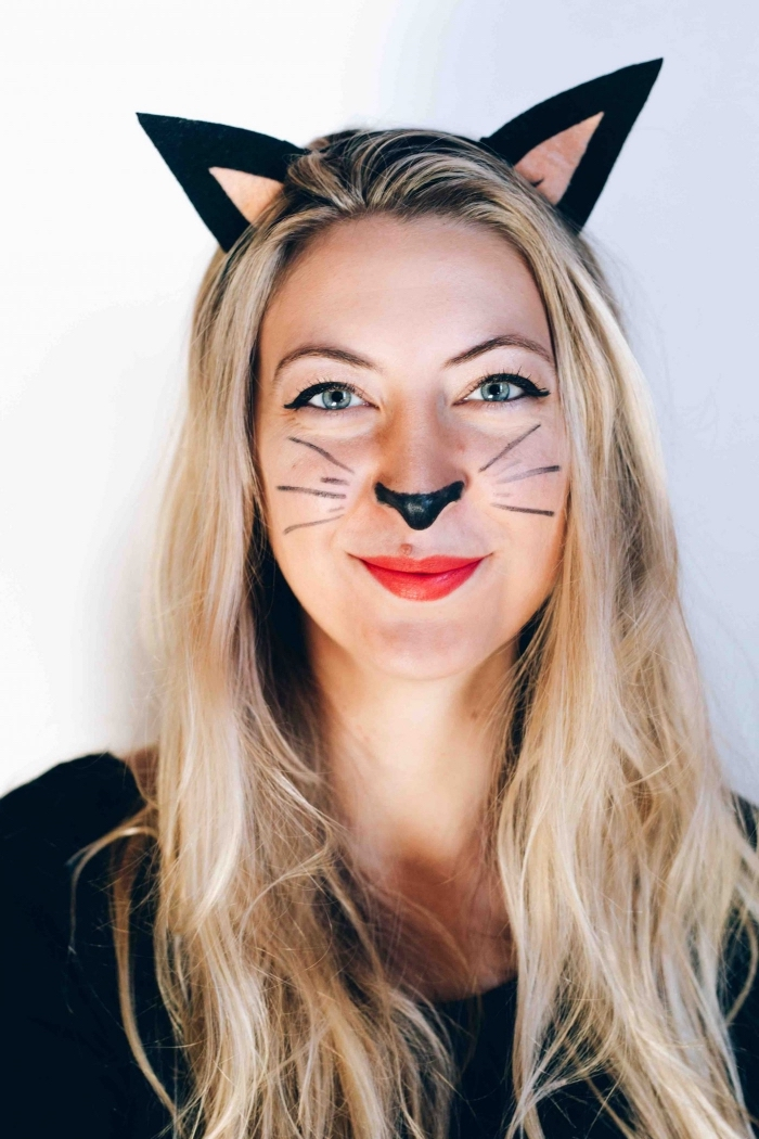 idée deguisement halloween femme en chat, maquillage simple avec moustaches et nez de chat en eyeliner noir