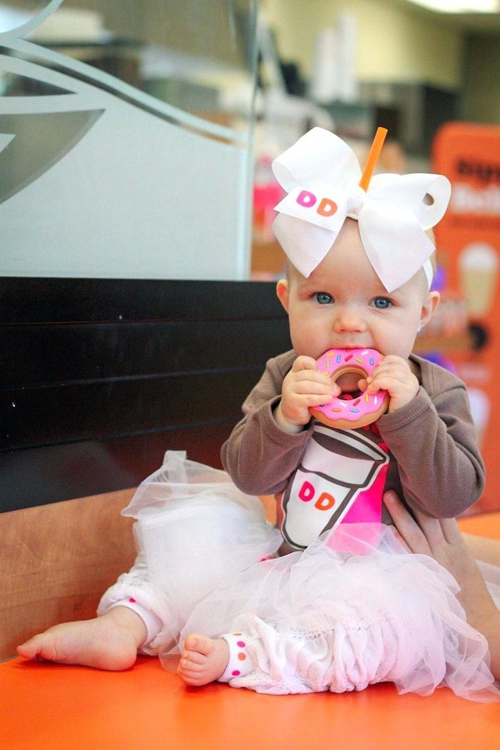 Dunkin donut deguisement bebe fille adorable, deguisement halloween enfant simple à réaliser