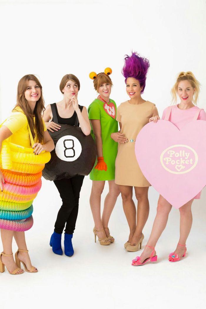 Jouets colorés nostalgie des années 90, filles déguisement de groupe, deguisement duo, comment s'habiller à la mode année 90