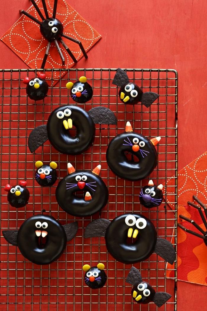 donuts au chocolat spécial halloween décorés comme des personnages d'halloween, recette halloween de donuts effrayants