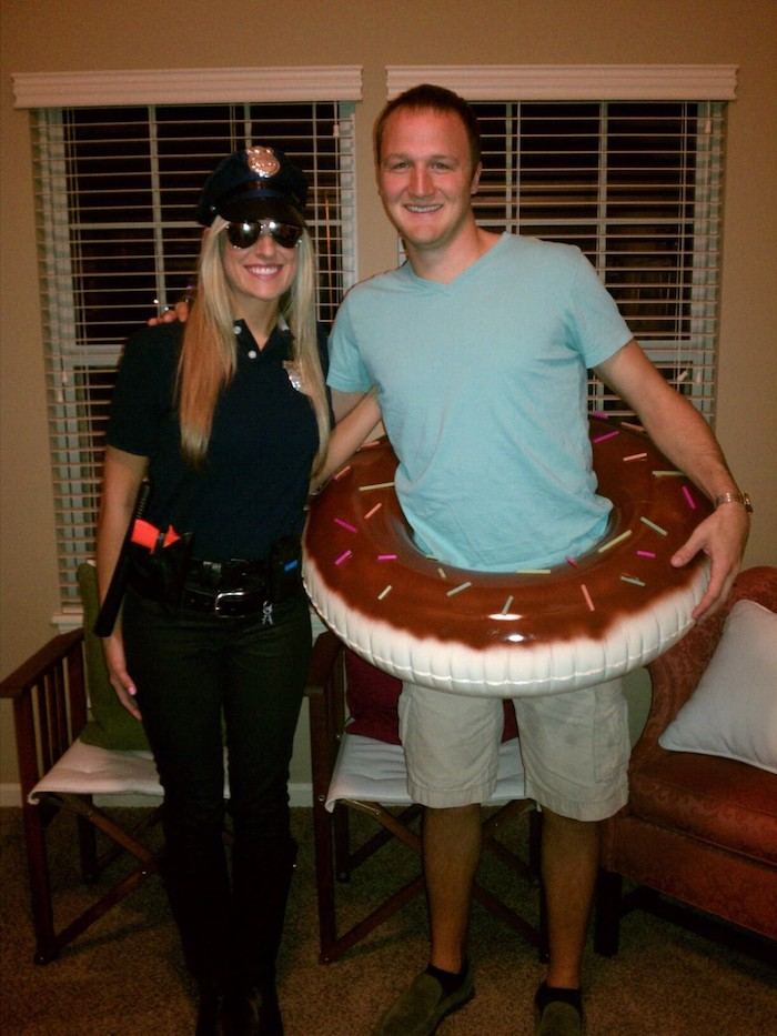 Police officer et donut simple costume amusant, idée déguisement halloween, idée costume halloween original