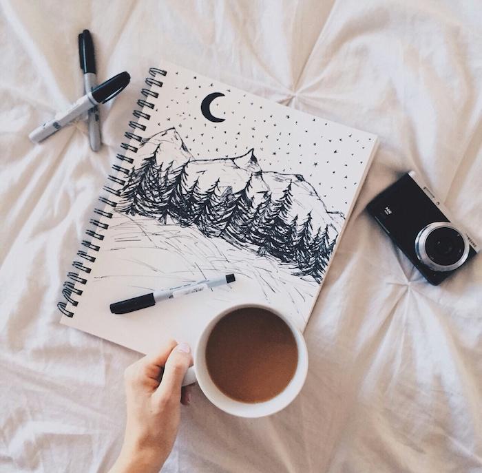Paysage noir et blanc d'un montagne enneigé, la fin de l'automne coloriage feuille, dessin d'automne, image paysage