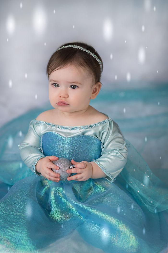 Princesse Elsa mignonne photo déguisement Disney princesse, deguisement bebe fille halloween, robe d'Else longue pour bébé
