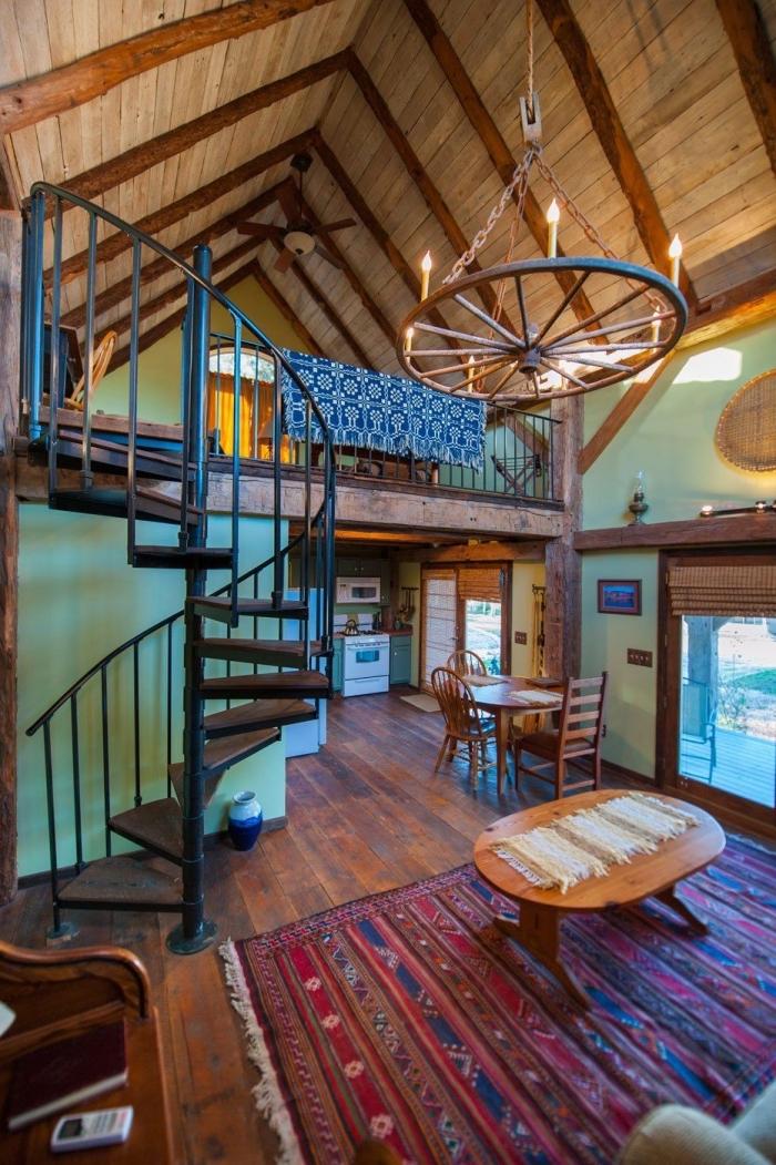design grange mezzanine avec petite cuisine et salon rustique, idée aménagement de combles dans une grange
