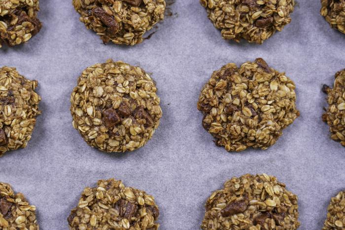 cuire les cookies au four, recette cookies flacons d avoine, beurre de cacahuète, copeaux de chocolat faciles