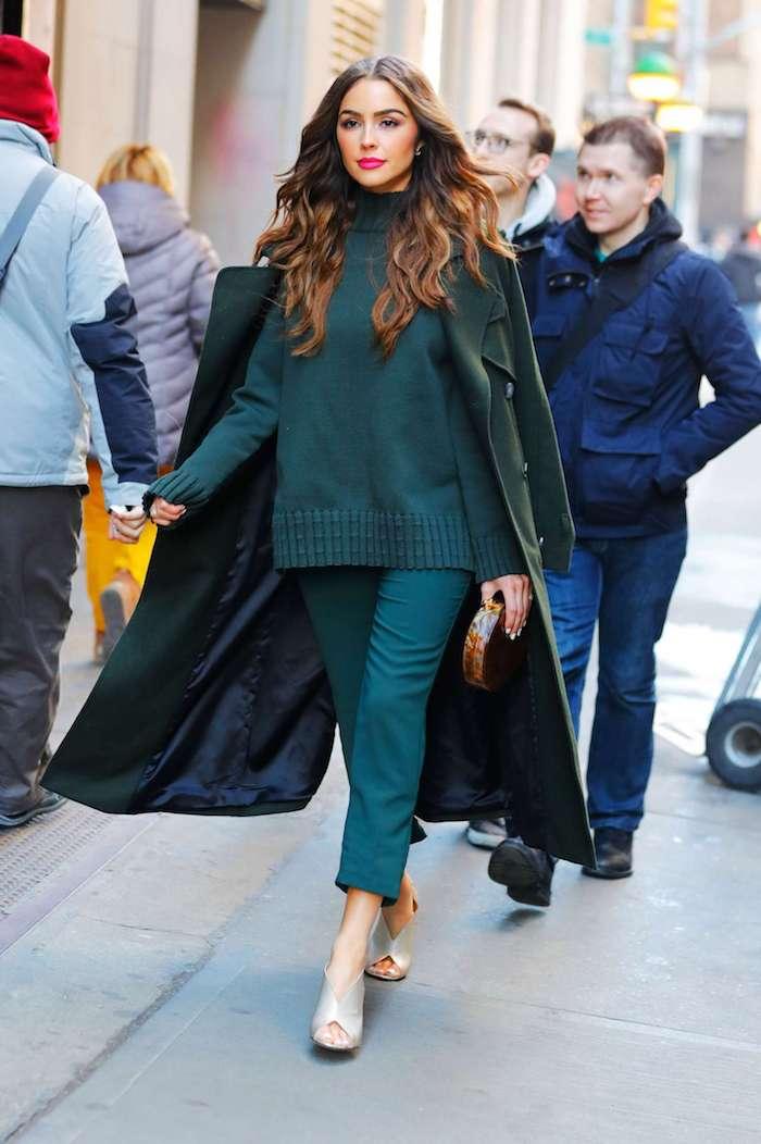 Célébrité tenue vert olive, tendance 2019 pantalon carotte femme, porter un pantalon et manteau long