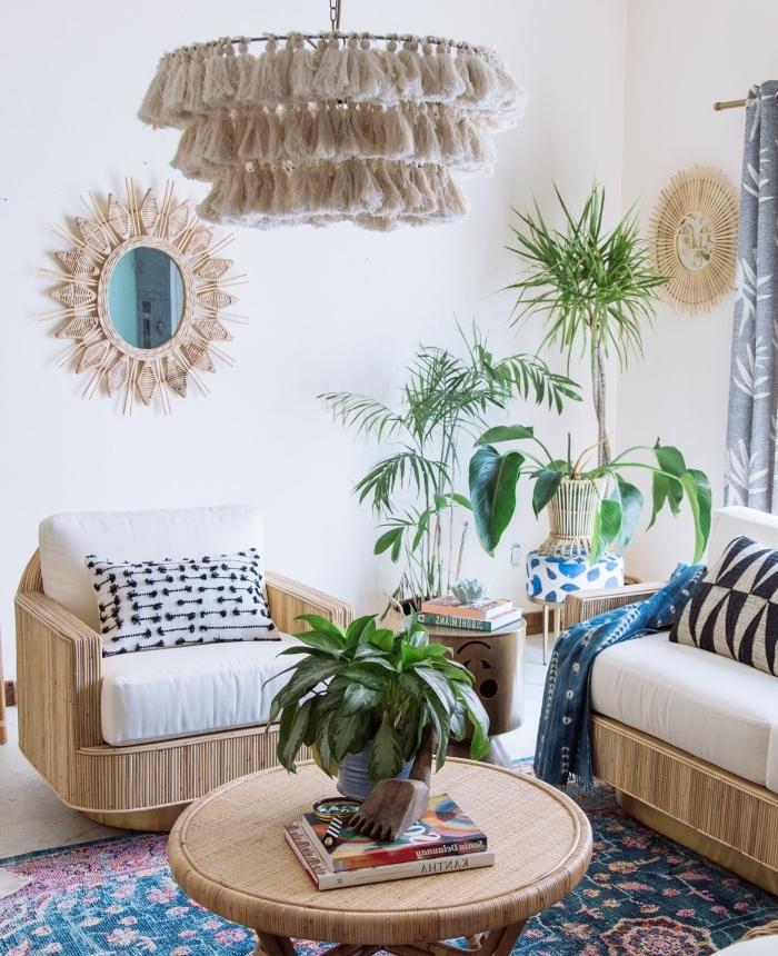 deco fait maison facile, modèle de luminaire DIY avec glands, décoration salon bohème chic avec miroir rotin
