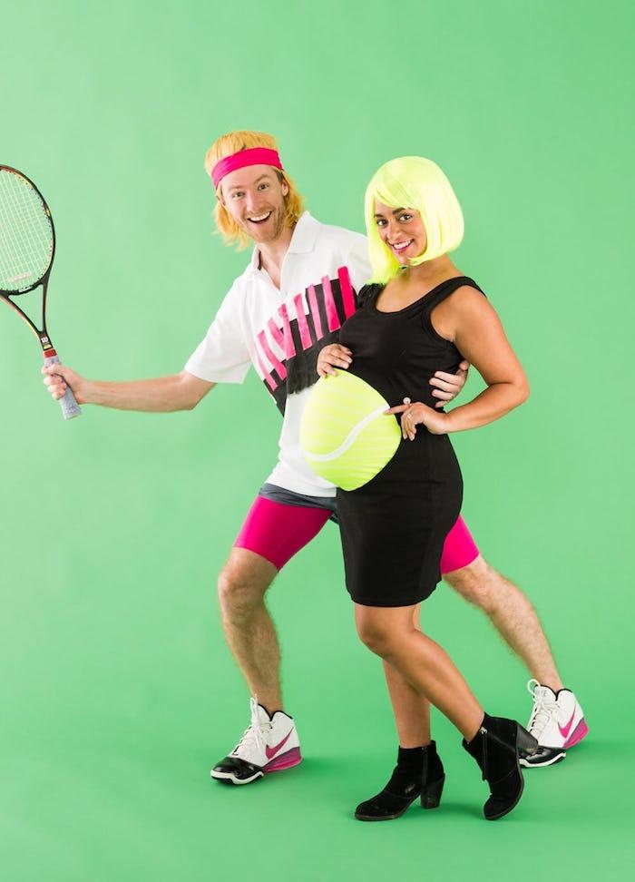 Tennis player et son bol, couple femme enceinte déguisement drôle de dernière minute, idée déguisement halloween