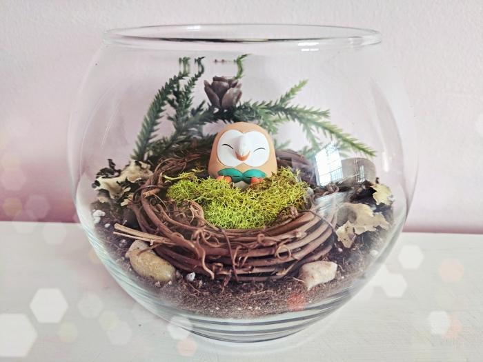comment décorer un terrarium pour chambre enfant, modèle de mini jardin avec plantes artificielles et figurine oiseau