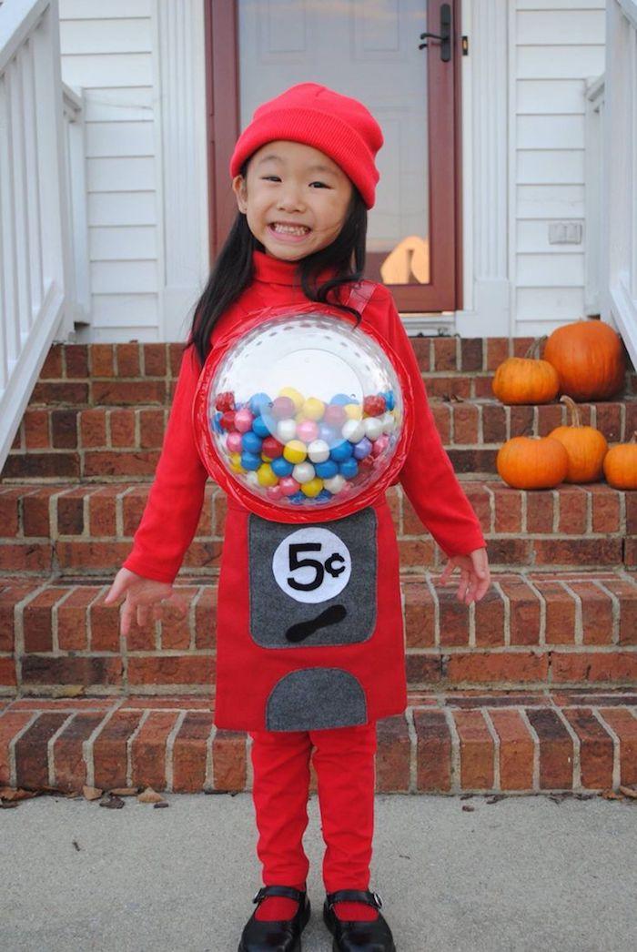 Bonbons automat deguisement disney, déguisement halloween pour fille, rouge costume adorable, photo fille souriante
