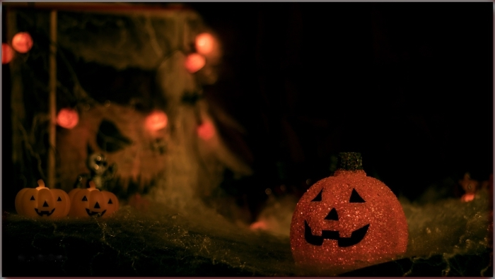 activité manuelle pour halloween, diy lanterne halloween à peinture glitter, citrouille halloween dessin couleur pailleté