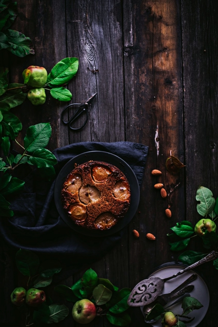 gâteau renversé aux pommes et aux amandes, recette de gateau aux pommes caramélisées et aux amandes