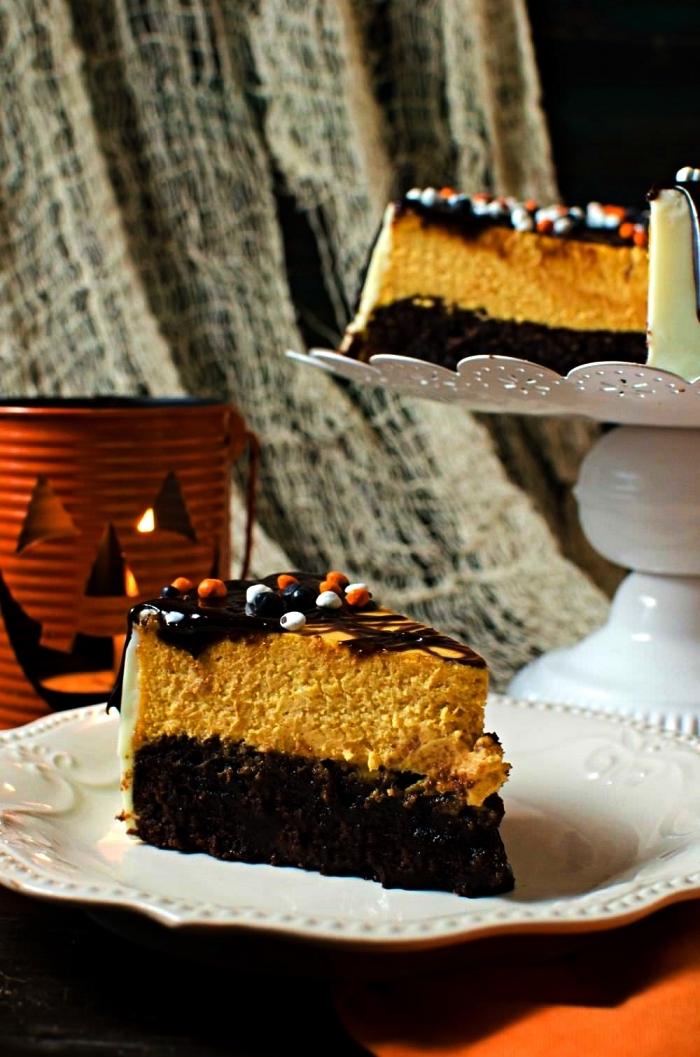 recette halloween dessert à la citrouille, brownie cheesecake deux saveurs au chocolat et citrouille