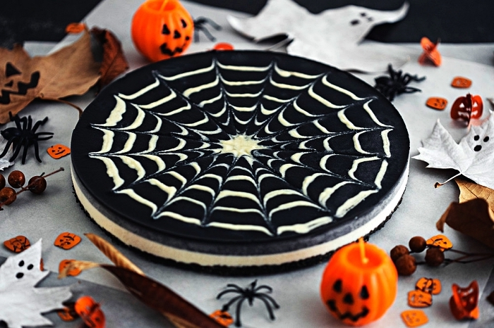 cheesecake toile d'araignée au chocolat noir et blanc, idée de gateau d'halloween toile d'araignée facile à faire