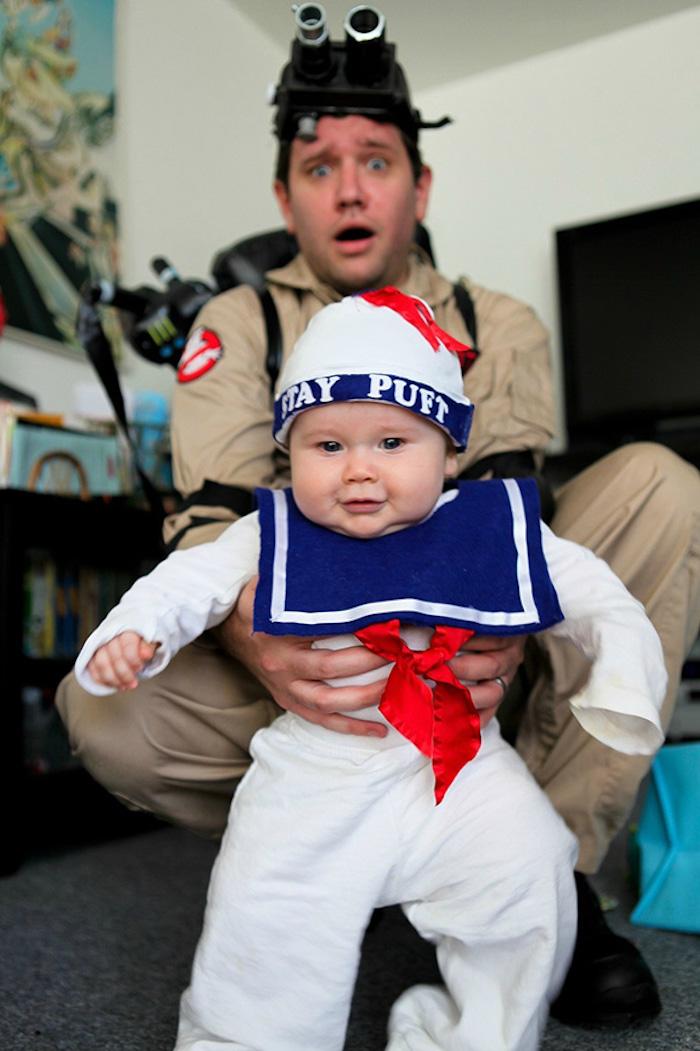 Père et enfant costumes en commun, ghost buster et phantome déguisement halloween pour bébé, idée comment deguiser son enfant