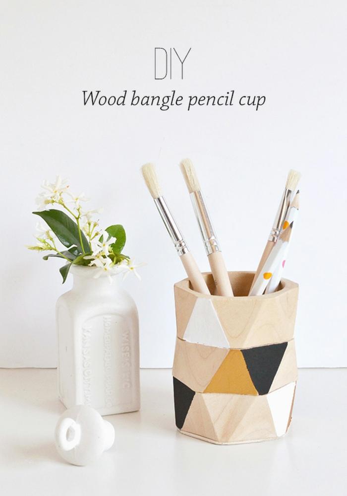 bricolage automne facile, faire un accessoire bureau en bois avec peintures en couleurs automne nuances neutres et jaune