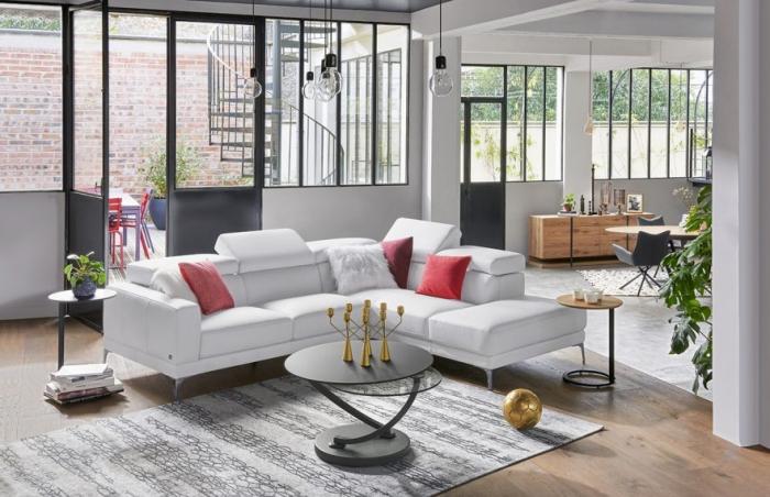 comment aménager un petit salon ouvert avec canapé d'angle, modèle canapé d'angle cuir blanc de la marque Monsieur Meuble