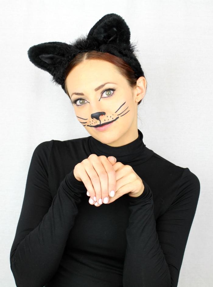 costume femme dernière minute pour Halloween, idée de déguisement catwoman facile à faire avec maquillage simple